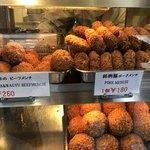 大野屋牛肉店 - ディスプレイ│【松坂牛と和牛のビーフメンチ@260円】を購入