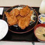 インター食堂 - 料理写真:鶏唐揚げ定食 800円