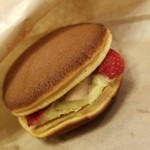 どらやき 小羽茶 - いちごとピスタチオマスカルポーネ 380円