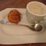 THE DAY FOOD LAB - お通しのシューサレと茸のポタージュ