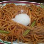 ビバ!スパゲティ  富士山 - ブリブリエビとベーコンの温玉ナポリタン500円
