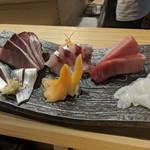 鎌倉 長谷 鮨山もと - お刺身盛合せ(寒ブリ、ホウボウ、マグロ、小肌、青柳、生たこ)
