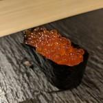 鎌倉 長谷 鮨山もと - イクラ醤油漬け 軍艦