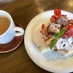 生クリーム専門店 MouMou Cafe - チョコレートシフォンケーキ¥950(外税) 15時までのドリンクセット¥150(外税)のホットコーヒー