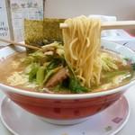 ラーメンショップ - ラーメンショップ@希望ヶ丘店 セロリラーメン・大盛 麺リフト