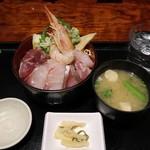 さかなさま - 海鮮ちらし丼定食 味噌汁 香の物付900円