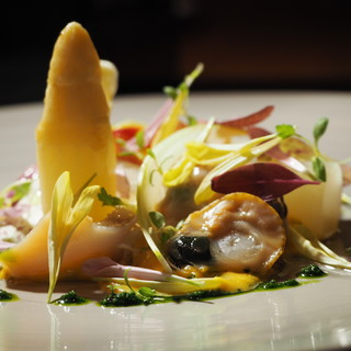 旬の特選食材、春の味覚フランス産ホワイトアスパラガス