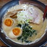 麺屋 天 - 玉子入りとんこつ味噌(800円)