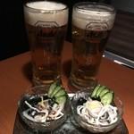 102952582 - ビールで乾杯