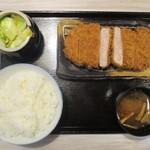 みな豚 - 特大ヒレカツ定食 240g 1,890円(税別)。サラダ、ごはん、みそ汁、漬物 は お替り自由です。     2019.02.27