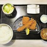 みな豚 - 海老・チーズチキンかつ定食 1,230円(税別)。     2019.02.27