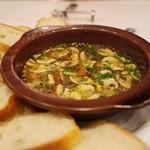 ラ・ターボラ - 料理写真:ブラウンマッシュのアフィージョ