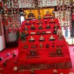 102956973 - 伊豆の稲取から取り寄せたひな人形と手鞠