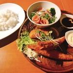 102957774 - 夜ランチメニュー                       (A)大海老のフライと白身魚のフライ&農家直送新鮮野菜サラダ