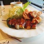 キッチン ボンシェール - 日替わりの豚肉の串みそ焼きと唐揚げ