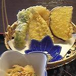 楽食 感 - 天ぷらや小鉢も付いてます。