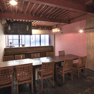 貸し切り、コース料理も提供できる2階個室。6名様より利用可能