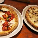 ピッツェリア ダ ジョルジオ - フレッシュトマト・水牛モッツァレラのピザ キノコのピザ