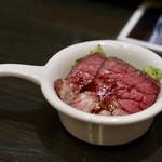 ワイン&焼酎 KURIKI 九州料理の店 - お通しのローストビーフ
