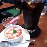 フレスコ - ランチにセットのデザートと420円のドリンク(アイスコーヒー)