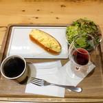 CAFE de METRO - モーニングAセット500円玉子コッペ、ホットコーヒー、バルバレスコ リヴァータ 30ml 300円