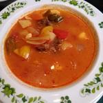 キッチン カントリー - ハンガリ- グヤーシュスープのアップ