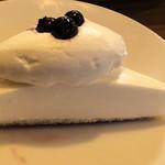 102974060 - ブルーベリーチーズケーキ