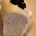 102974063 - ブルーベリーチーズケーキの断面
