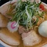山形飛島 亞呉屋 - 辛味噌チャーシュー麺 950円、10円ゆで玉子オン