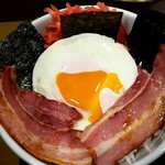 なか卯 - 目玉焼きベーコン丼