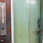 近江屋洋菓子店 - エレベーターもレトロ