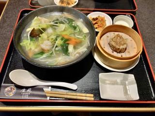 唐苑 - 海老と青菜の塩味湯麺(刀削麺)