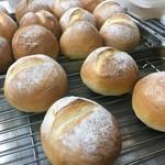 タストゥー - 自家製米粉のパン