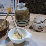 鶏焼肉東京 - タレ、調味料など