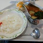 レストランカフェ・地球こうさてん - スリランカ風チキンカレー650円
