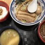 つけ麺や 武双 - 鶏魚介vs鶏白湯つけ麺とミニチャーシュー丼