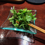 102994508 - 春菊の葉のサラダ