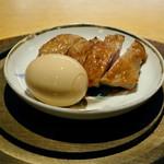 102996035 - 名古屋コーチンの燻製、半熟卵