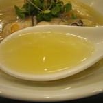 らぁ麺やまぐち - 綺麗で上品なスープ