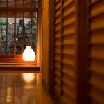 心の宿三國屋 - 提灯の灯る廊下