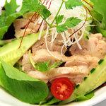 Ni-Yon - 蒸し鶏サラダ