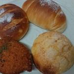シエルブルー - 料理写真:メロンパン、カレーパンなどなど