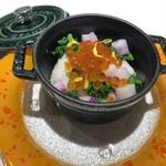 CHIMERA - いくらを鏤めた寒ブリ炙りと大根のヴァリオ