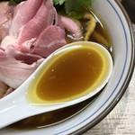 中華そば 四つ葉 - 地鶏の旨味が詰まったスープ