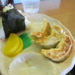 七福 - おにぎり餃子セット(¥380)おいしい餃子です