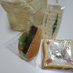 103020418 - コロッケパンにサンドイッチ、玉子トースト