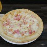103021801 - 新玉とベーコンのピザ(¥1.500)