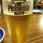 103027964 - 大人数だとビールはピッチャーで来ます。食べ飲み放題。