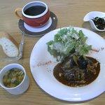 ハピネスカフェ - 「手ごねハンバーグ うまみたっぷり!デミソース」ランチ