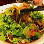 辛っとろ麻婆麺 あかずきん - 麻婆の海から麺リフト!